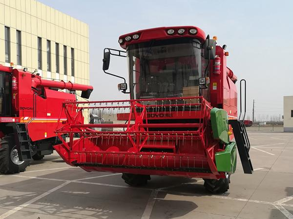 Grain Combine Harvesting Machine